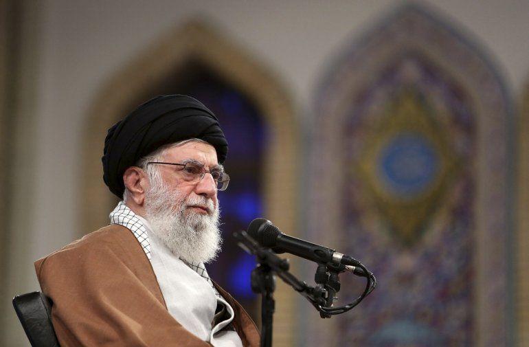 En esta fotografía publicada por el sitio web oficial de la oficina del líder supremo iraní