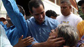 Juan Guaidó habló con los vecinos que se acercaron hasta el Mercado La Unión de Barquisimeto.