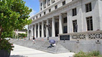 Vista parcial de la fachada del tribunal civil de Miami-Dade.