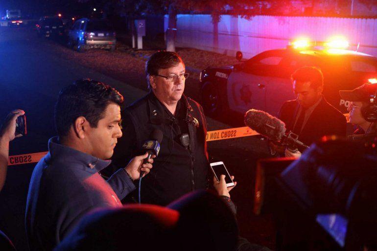 El teniente de policía de Fresno Bill Dooley habla con la prensa en la escena de un tiroteo en una fiesta el domingo 17 de noviembre de 2019 en el sureste de Fresno