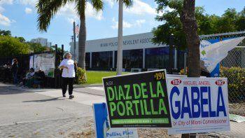 Vista parcial centro de votación que acoge los colegios electorales 545 y 989, en la calle 14 del NW.