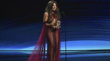 Thalía recibe el Premio de la Presidencia de la Academia Latina de la Grabación durante la ceremonia de los Latin Grammy en Las Vegas.
