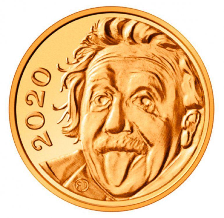 La foto sin fecha distribuida por Swissmint muestra una moneda de oro con la cara de Albert Einstein en el anverso.