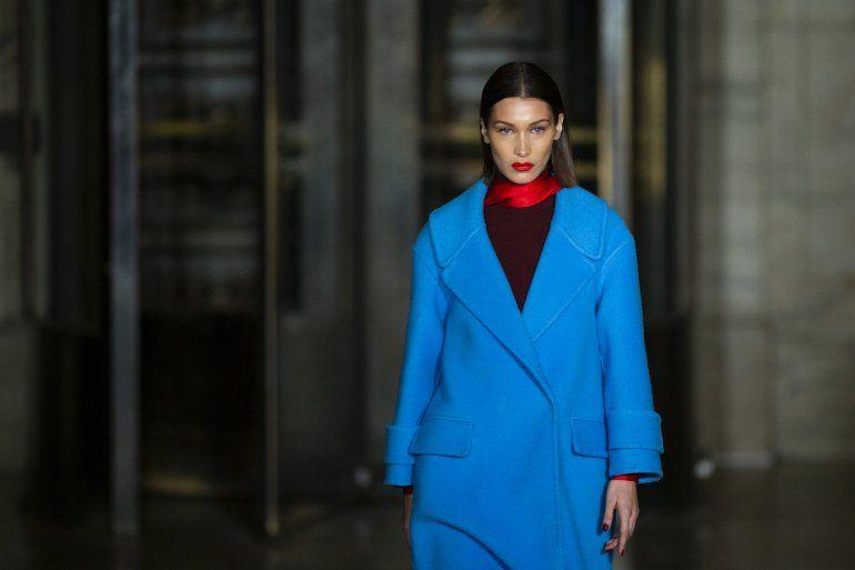 La modelo Bella Hadid durante el desfile de Oscar de la Renta en la Semana de la Moda de Nueva York