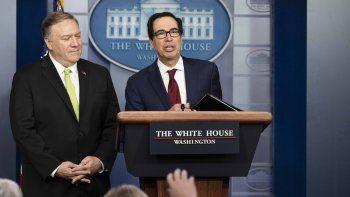 El secretario de Estado Mike Pompeo y del Tesoro, Steven Mnuchin, en una conferencia de prensa en la Casa Blanca.