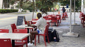 Vista parcial de la terraza de un restaurantes en Miami.