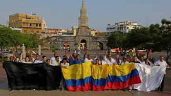 Decenas de periodistas se reunieron este lunes Cartagena de Indias, para elevar su voz de protesta en rechazo del asesinato de los miembros del equipo de prensa del diario El Comercio deEcuador