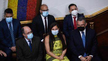 Los recién nombrados Rectores del Consejo Nacional Electoral de Venezuela (CNE), Pedro Calzadilla (L), Tania DAmelio (C) y Enrique Márquez (R), participan en una sesión extraordinaria de la Asamblea Nacional, en Caracas el 4 de mayo. ,