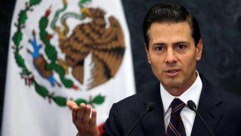 En esta fotografía de archivo del miércoles 4 de enero de 2017, el entonces presidente de México, Enrique Peña Nieto, habla durante una conferencia de prensa en la residencia presidencial de Los Pinos en la Ciudad de México.