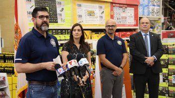 Habla el senador estatal Manny Díaz Jr. A su lado, la vicegobernadora de Florida, Jeanette Núñez, el congresista floridano Alex Rizo y el alcalde de Doral, Juan Carlos Bermúdez.