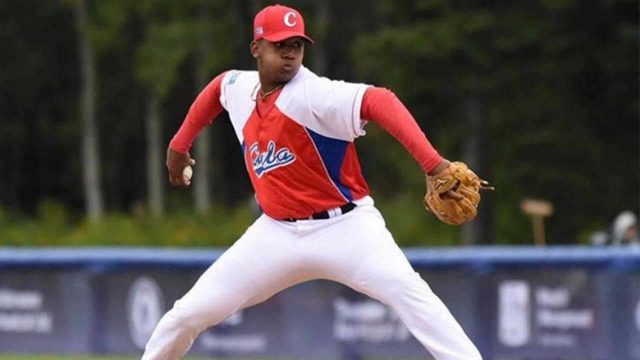 El lanzador Ubert Mejías es el segundo beisbolista cubano que abandona el equipo en menos de una semana