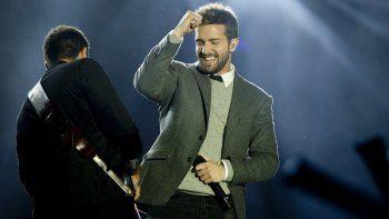 En esta fotografía de archivo del 11 de diciembre de 2015 el cantante español Pablo Alborán durante su presentación en los premios 40 Principales en Madrid, España. Alborán lanzó su álbum Vértigo el 10 de diciembre de 2020.