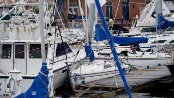 Esta fotografía del jueves 17 de septiembre de 2020 muestra diversas embarcaciones dañadas en una marina en Pensacola, Florida, tras el paso del huracán Sally.