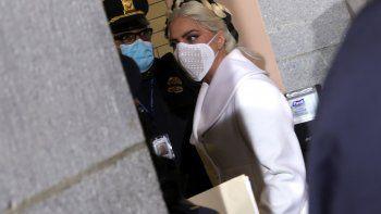 La cantante estadounidense Lady Gaga llega para la investidura del presidente electo de Estados Unidos, Joe Biden, en el Capitolio de Estados Unidos el 20 de enero de 2021 en Washington, DC.
