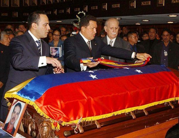 Hugo Chávez (c)
