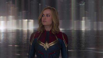 Capitana Marvel se centró en Carol Danvers, interpretada porBrie Larson, quien se convierte en una poderosa superheroína después de que la Tierra se vea envuelta en un conflicto galáctico en 1995.