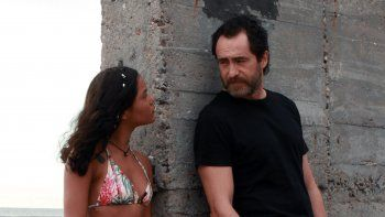 Demian Bichir, derecha, y Sasha González en una escena de Danyka una película de Michael Rowe, que se estrena el 26 de noviembre en México, en una imagen proporcionada por Videocine.