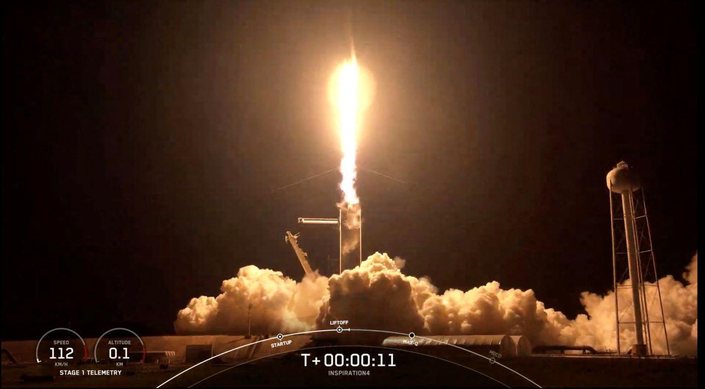La noche del miércoles despegó el cohete SpaceX con cuatro turistas espaciales a bordo.