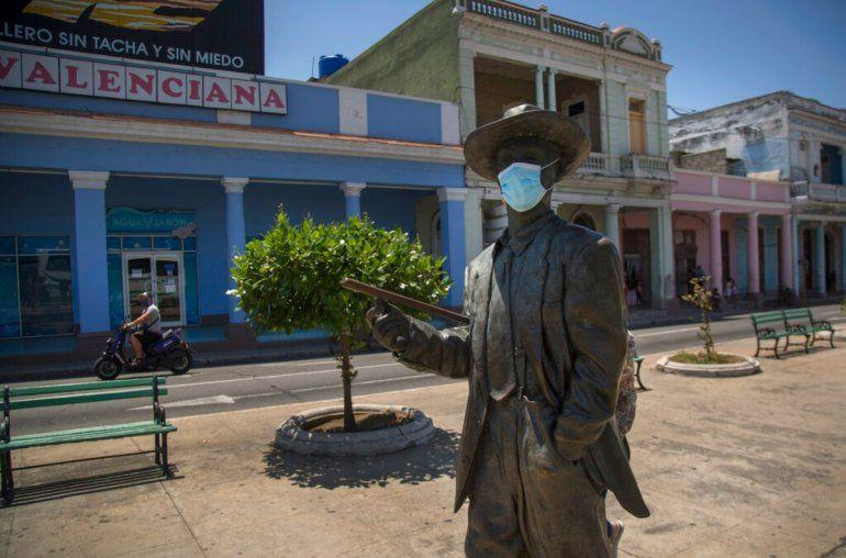 La estatua del legendario cantante cubano Benny More