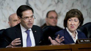El senador Marco Rubio, republicano por Florida, izquierda, acompañado por la senadora Susan Collins, republicana por Maine, derecha, habla ante una audiencia del Comité de Inteligencia del Senado sobre seguridad electoral en Capitol Hill en Washington.