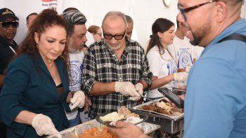 Como cada año, Gloria yEmilio Estefanofrecieron un almuerzo a familias necesitadas con el fin de celebrar la tradición del Día de Acción de Gracias y, precisamente, resaltar la importan