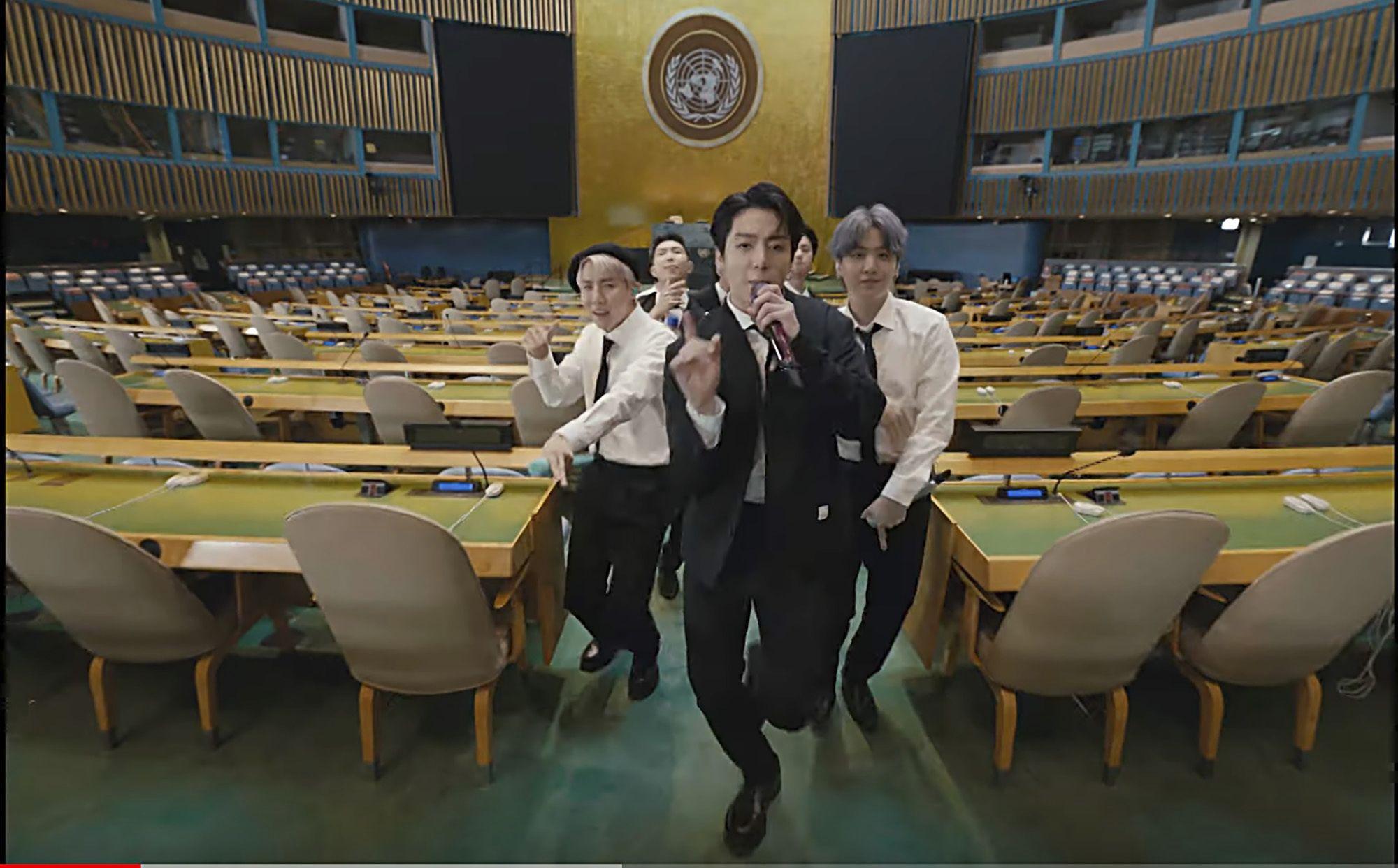 En esta imagen tomada de un video de UNTV, BTS interpreta Permission to Dance en un mensaje pregrabado y presentado durante la Asamblea General de la ONU en la sede de Naciones Unidas el 20 de septiembre de 2021.