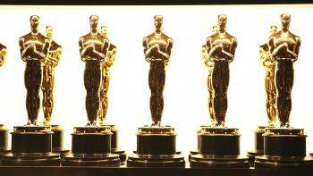 En esta foto del 26 de febrero de 2017, estatuillas del Oscar tras bambalinas durante la ceremonia de premios en Los Angeles. Museo de los Oscar abre en septiembre de 2021 con El mago de Oz.