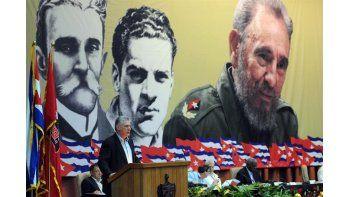 El primer vicepresidente deCuba, Miguel Díaz-Canel, durante la lectura del informe central del VII Congreso del Partido Comunista deCuba(PCC) en La Habana (Cuba). (EFE/Omara García Mederos)