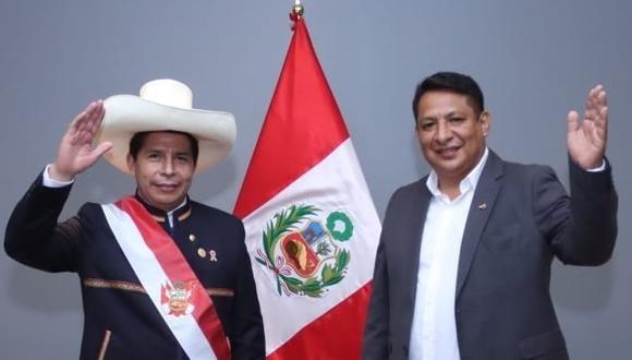 El presidente de Perú, Pedro Castillo, junto al operador de Vladimir Cerrón, Richard Fredy Rojas García, quien es investigado por la fiscalía.
