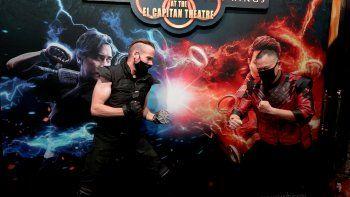 Los fanáticos se muestran en una proyección especial de Shang-Chi y la leyenda de los diez anillos de Marvel Studio en El Capitan Theatre el 2 de septiembre de 2021 en Los Ángeles, California.
