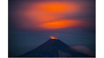 Vista general delvolcánVillarrica, desde Pucón (Chile).Las autoridades chilenas mantienen la alerta naranja en elvolcánVillarrica, al sur del país, que en las últimas horas ha registrado un leve aumento de la actividad. EFE