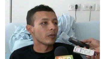 El cabo del Ejército colombiano Eduardo Alfonso Ávila Romero, quien perdió sus piernas esta semana a causa de una mina instalada por el ELN. (CAPTURA DE YOUTUBE)