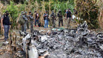 Fiscales de Guatemalarealizan trámites legales correspondientes en aldea Santa Marta Salinas, en el lugar donde cayó Jetcon droga procedente de Venezuela.
