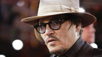 En esta fotografía del 21 de febrero de 2020 el actor Johnny Depp llega a la función de la película Minamata en la 70ª edición del Festival Internacional de Cine de Berlín, en Berlín, Alemania.