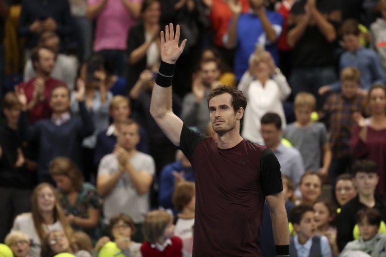 El británico Andy Murray reacciona tras ganar la final del Abierto Europeo contra Stan Wawrinka el domingo