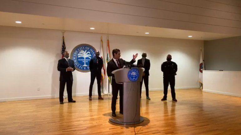 Imagen tomada de la transmisión por Facebook Watch de la conferencia de prensa en la que participó el alcalde de Miami