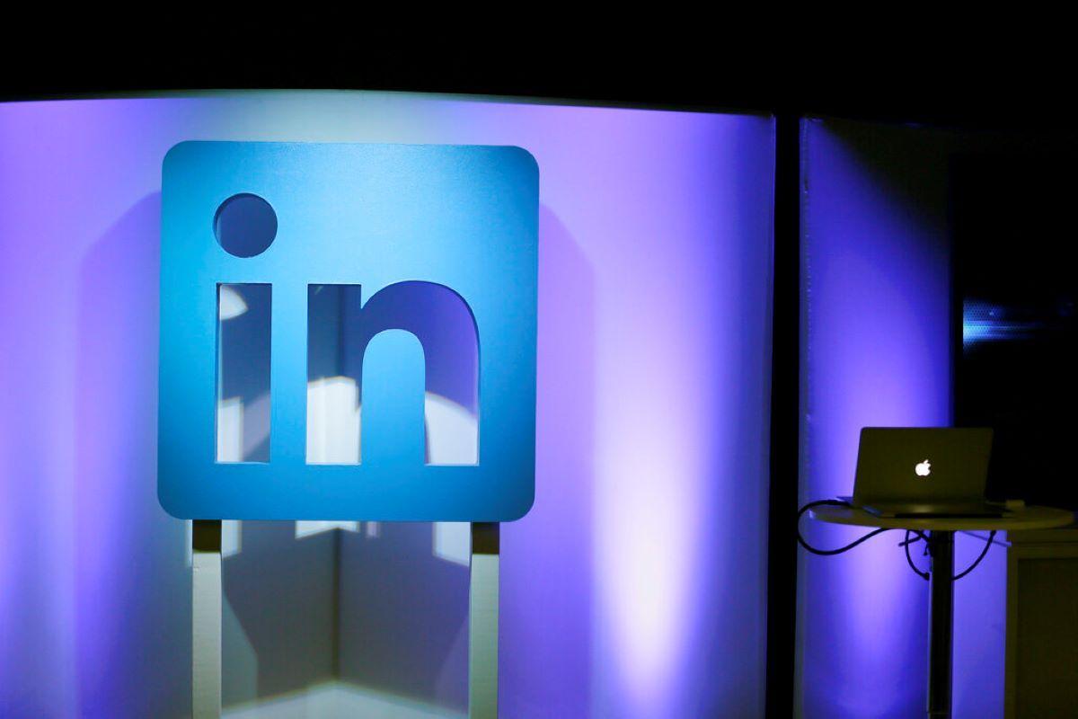 Logo de LinkedIn en una presentación en San Francisco.
