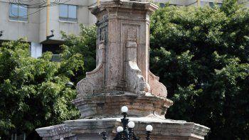 Vista de un pedestal vacío después de que la estatua del navegante italiano Cristóbal Colón fuera removida en la Avenida Reforma, en la Ciudad de México el 11 de octubre de 2020.