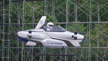 Fotografía de principios de agosto 2020 publicada por ©SkyDrive/CARTIVATOR 2020, de un vuelo de prueba de un auto volador tripulado en el Toyota Test Field en Toyota, Japón.