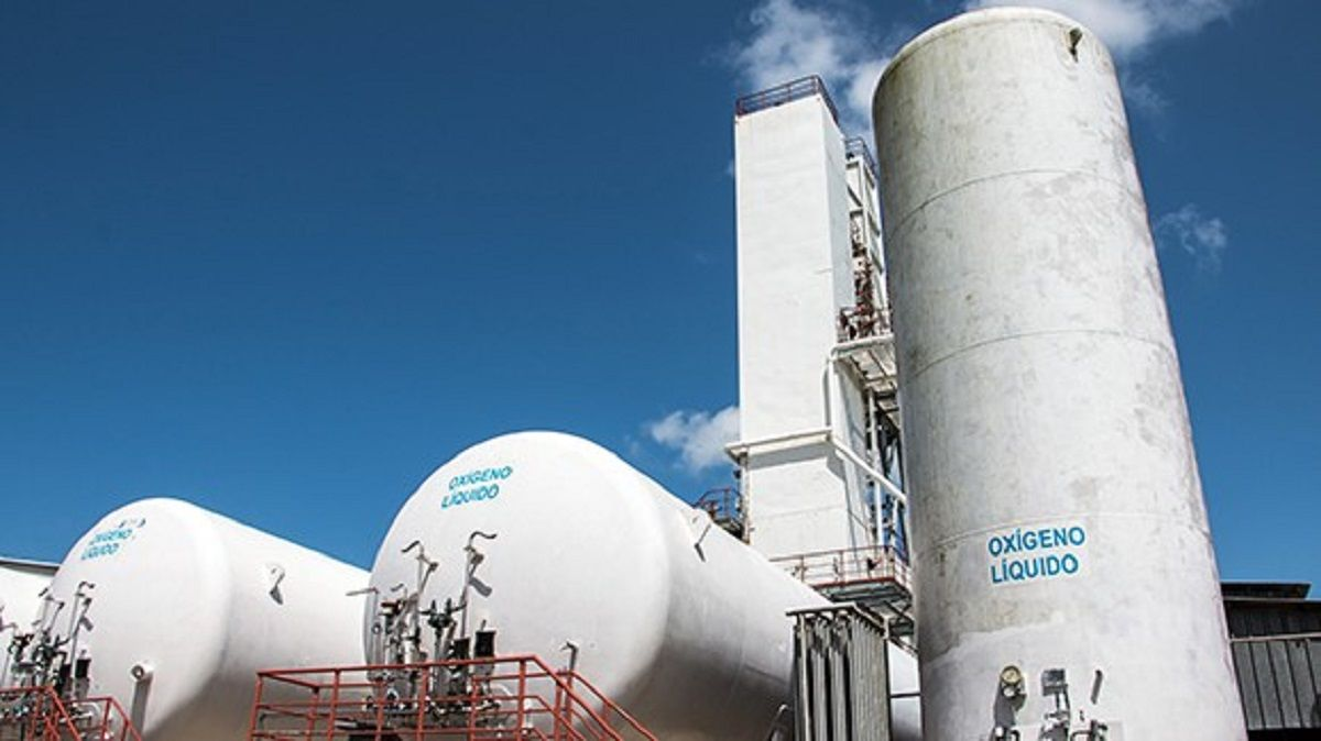 Tanques de oxígeno en la planta OxiCuba