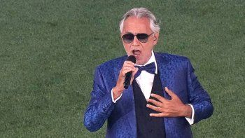 El cantante italiana Andrea Bocelli actúa durante la ceremonia de apertura antes del partido de fútbol del Grupo A de la UEFA EURO 2020 entre Turquía e Italia en el Estadio Olímpico de Roma el 11 de junio de 2021