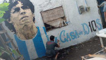 En octubre del 2020 se terminó de pintar un mural en la casita donde vivió la familia Maradona en el barrio de Villa Fiorito, en el Gran Buenos Aires, hasta 1975