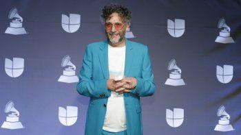 El argentino Fito Páez posa en la sala de prensa durante la ceremonia de los Latin Grammy, el 14 de noviembre de 2019 en Las Vegas. Páez ganó el Grammy a Mejor álbum latino de rock o música alternativa por La conquista del espacio el domingo 14 de marzo de 2021.
