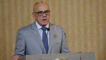 El ministro de Comunicaciones de Venezuela, Jorge Rodríguez, habla durante una reunión con miembros del cuerpo diplomático acreditado en Venezuela, en la sede de la Cancillería en Caracas, Venezuela, el lunes 9 de septiembre de 2019.