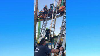 La escena cuando varias personas quedaron atrapadas en una montaña rusa en el parque de diversiones Castles N Coasters en Arizona el 15 de mayo del 2021.