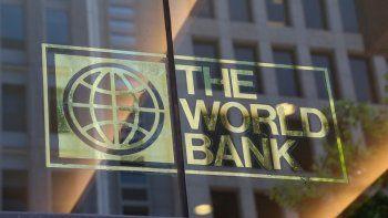 El Banco Mundial (BM) informó a través de un comunicado que otorgará 950 millones de dólares a Argentina en dos préstamos para hacer frente a la crisis económica y reforzar las políticas sociales.