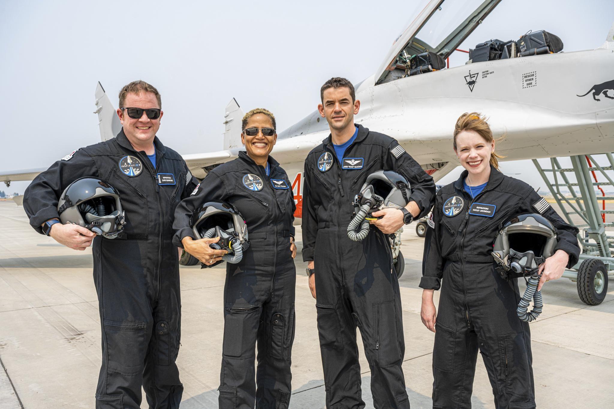 Turistas de SpaceX hablan con Tom Cruise y dan detalles de su vuelo espacial