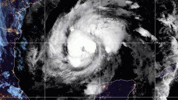 Imagen de satélite facilitada por la Oficina Nacional de Administración Oceánica y Atmosférica de Estados Unidos (NOAA por sus siglas en inglés) que muestra la tormenta tropical Zeta en el centro del Golfo de México, el miércoles 28 de octubre de 2020 a las 06:52 EDT.