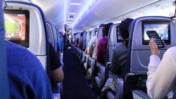 La industria aérea dice que volar es seguro y señala un reporte financiado por el sector que halló que el riesgo de contagio en los aviones es muy bajo.