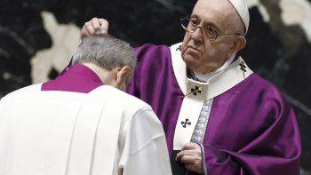 El papa Francisco en la ceremonia del Miércoles de Ceniza en el Vaticano el 17 de febrero del 2021.